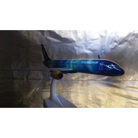 """* Herpa Wings Snapfit 610735  Icelandair Boeing 757-200 """"Hekla Aurora"""""""