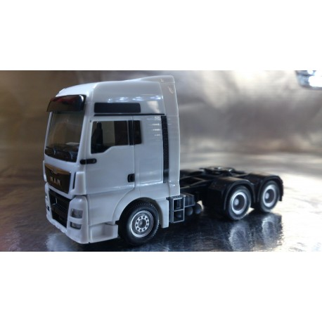 * Herpa Trucks 305082  MAN TGX XXL Euro 6 6x4 rigid tractor