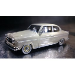 * Herpa Cars 024655-002  Borgward Isabella Limousine, cream white