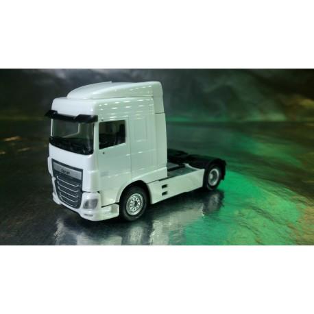* Herpa Trucks 305884-002  DAF XF Euro 6 SC rigid tractor, white