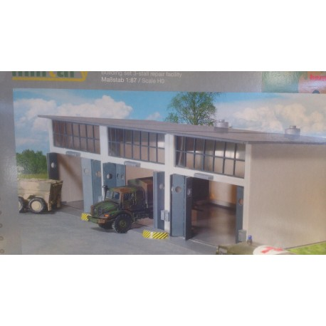 * Herpa 745802  Herpa Military: Building set 3-stall repair facility, length 335 mm x width 150 mm x height 85 mm