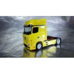 * Herpa Trucks 159173-006  Mercedes-Benz Actros Gigaspace rigid tractor, traffic yellow