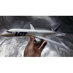 * Herpa Wings Snapfit 610605  LOT - Polish Airlines Embraer E195