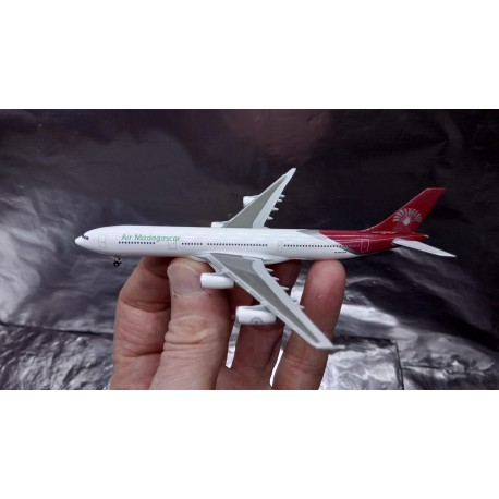 * Herpa Wings 524889  Air Madagascar Airbus A340-300