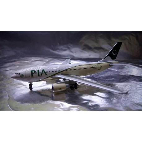 * Herpa Wings 526579  PIA Pakistan International Airbus A310-300