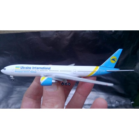 * Herpa Wings 531122  Ukraine International Airlines Boeing 777-200 - UR-GOA