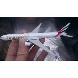 * Herpa wings 518277-004  Emirates Boeing 777-300ER A6-EQA