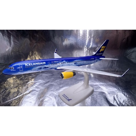 "* Herpa Snap Fit 611848  Icelandair Boeing 757-200 ""80 Years of Aviation"" - TF-FIR ""Vatnajökull"""