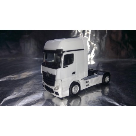 * Herpa Trucks 309202  Mercedes-Benz Actros Gigaspace, white
