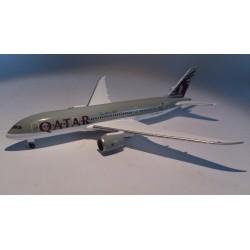 * Herpa Wings 526135  Qatar Airways Boeing 787-8 Dreamliner