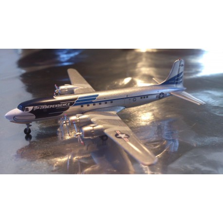 "* Herpa Wings 561440  US Air Force Douglas DC-6/VC-118 ""The Independence"""