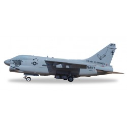 "* Herpa Wings 580175  U.S. Navy Vought A-7E Corsair II ""Clansmen"""