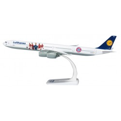 "* Herpa Wings Snapfit 611329  Lufthansa Airbus A340-600 ""FC Bayern Audi Summer Tour USA 2016"""
